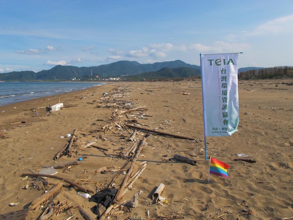 環境資訊協會首度舉辦以女同志為參與族群的淨灘活動。攝影:郭政佑。