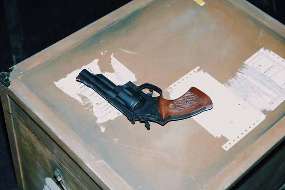 劇中使用的道具手槍(圖片來自耳東劇團臉書—點圖前往)