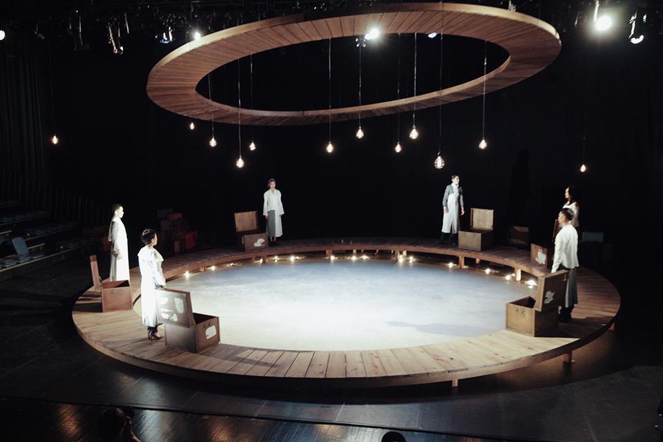 舞台全景(圖片來自耳東劇團臉書—點圖前往)
